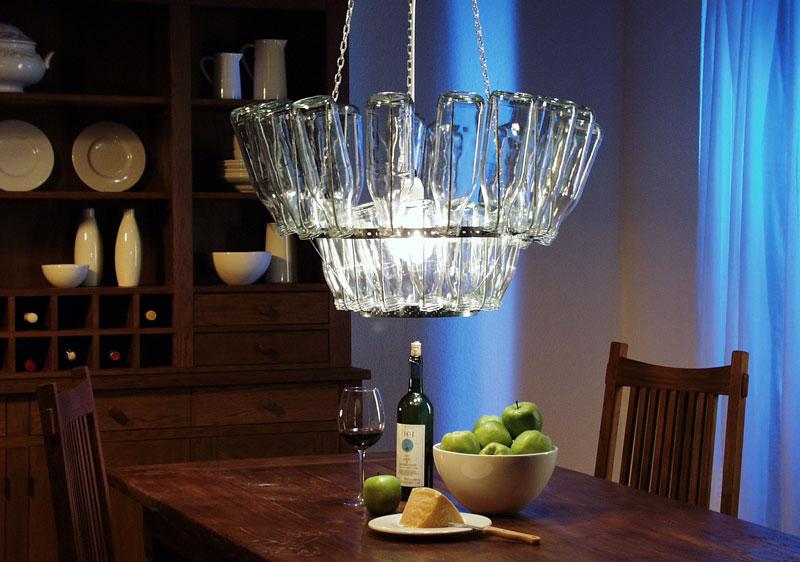 lampadario con bottiglie